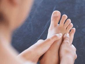 ayak kemiği çıkıntısının belirtileri